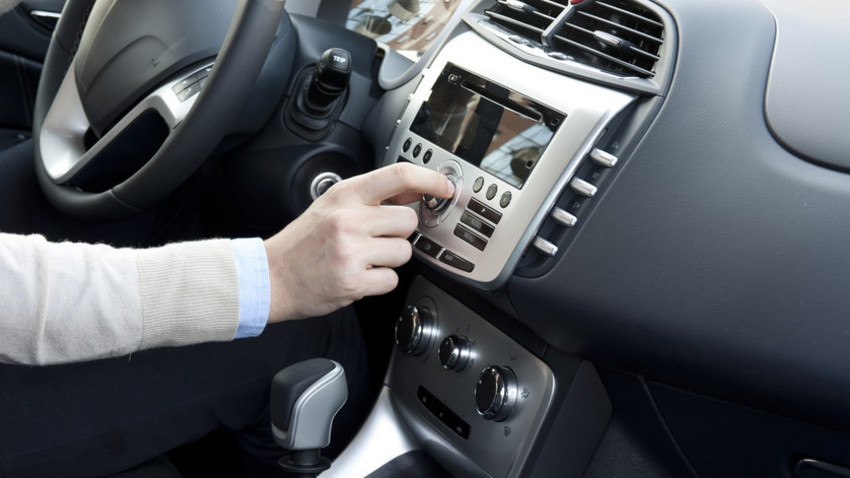 Hören Sie Radio Swiss Jazz schon im Auto? - Mit dem Ausrüsten der Tunnels mit DAB+ wird das Hören von Radio Swiss Jazz im Auto immer attraktiver. (Quelle: Paolese Fotolia.com)